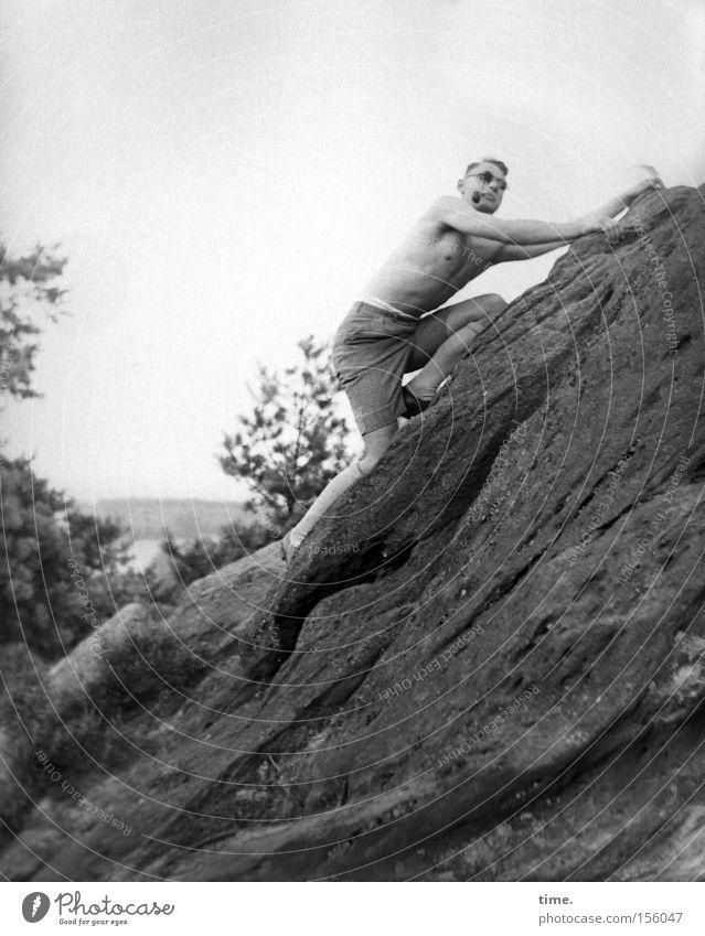Lungenfunktionstest Mann Ferien & Urlaub & Reisen Berge u. Gebirge Stein Erwachsene Felsen Ausflug Rauchen Klettern Sonnenbrille anstrengen Muskulatur