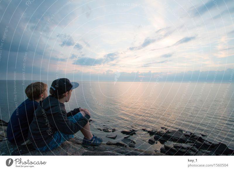 Open view Mensch Kind Himmel Ferien & Urlaub & Reisen Sommer Wasser Sonne Meer ruhig Ferne Küste Junge Freiheit Stein Zusammensein Freundschaft