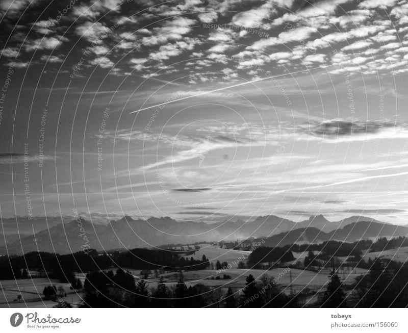 Alpenvorland Winter Berge u. Gebirge Natur Wolken groß Bayern Allgäu schwäbisch Bergkette Füssen Schwarzweißfoto Panorama (Aussicht)