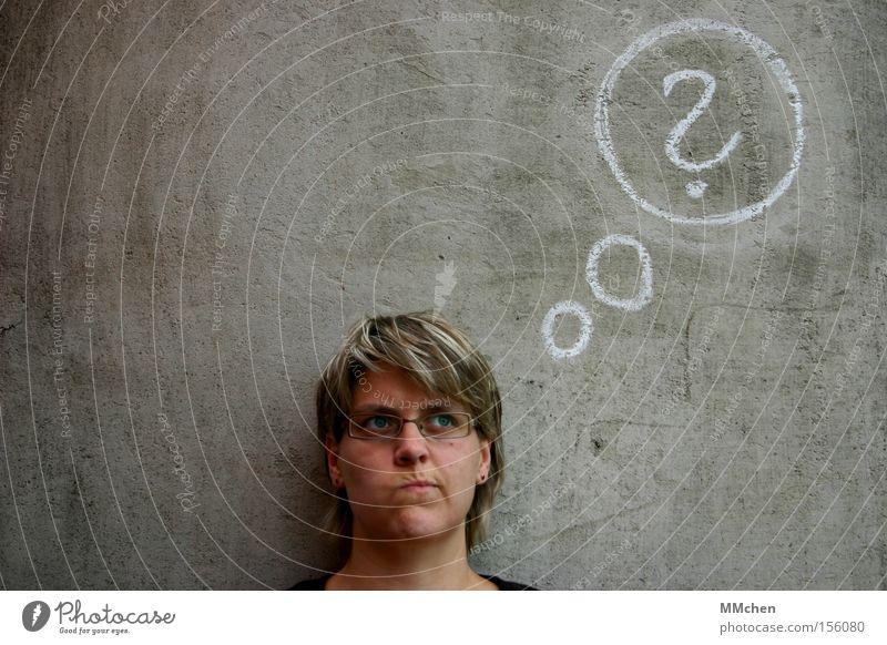 PlanLos Frau Denken Graffiti Mensch Kommunizieren Klarheit Falte deutlich Prüfung & Examen Gedanke Fragen Kreide Rätsel skeptisch Zweifel unsicher