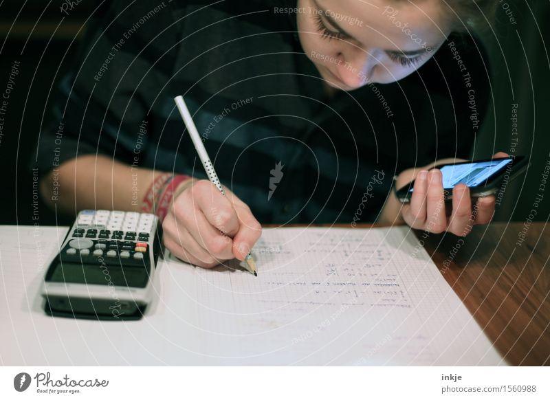 immer on Mensch Jugendliche Junge Frau Hand Mädchen Gesicht Leben Schule 13-18 Jahre lernen Studium Papier Bildung schreiben Student Handy