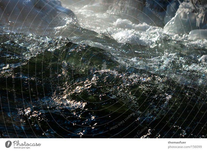 wild Wasser grün Eis Kraft gefährlich Fluss Gewalt Bach Schlucht Wasserwirbel Gebirgsfluß Wasserkraftwerk Wildwasser Stromschnellen reißend