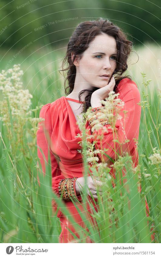love me tender elegant Stil schön harmonisch Wohlgefühl Zufriedenheit ruhig Mensch feminin Junge Frau Jugendliche Leben Gesicht 1 18-30 Jahre Erwachsene Umwelt