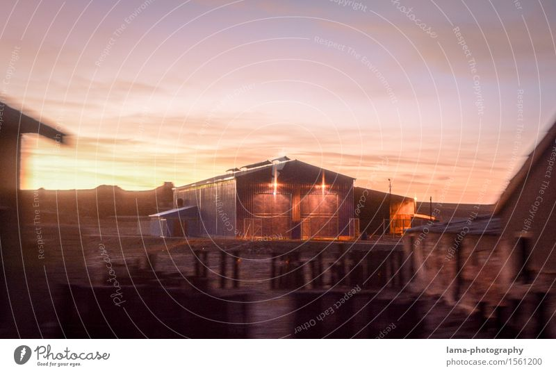 Die Scheune Landwirtschaft Forstwirtschaft Sonnenaufgang Sonnenuntergang Bolivien Südamerika Gebäude Scheunentor historisch Westernstadt Bauernhof Farbfoto
