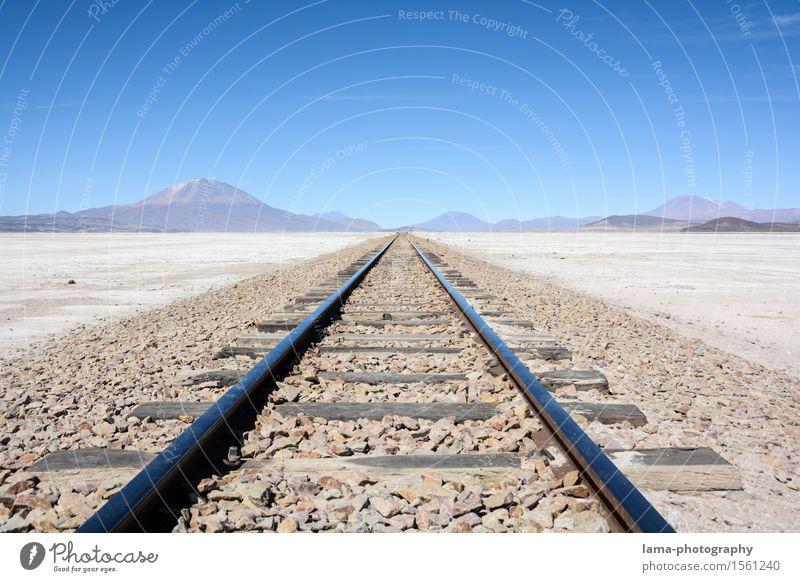 straight Ferien & Urlaub & Reisen Ausflug Abenteuer Ferne Landschaft Erde Berge u. Gebirge Salzsee Salar de Uyuni Bolivien Südamerika Verkehrswege Bahnfahren