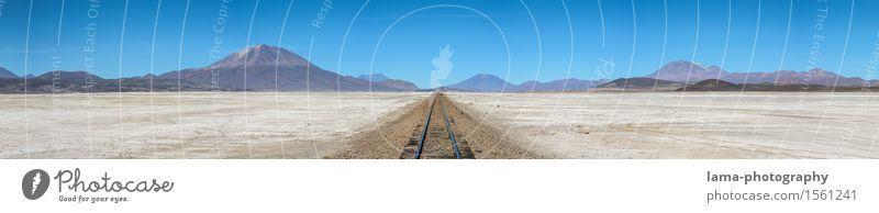 Unendliche Weiten Ferien & Urlaub & Reisen Ausflug Abenteuer Ferne Expedition Landschaft Dürre Berge u. Gebirge Vulkan See Salzsee Wüste Salar de Uyuni Bolivien