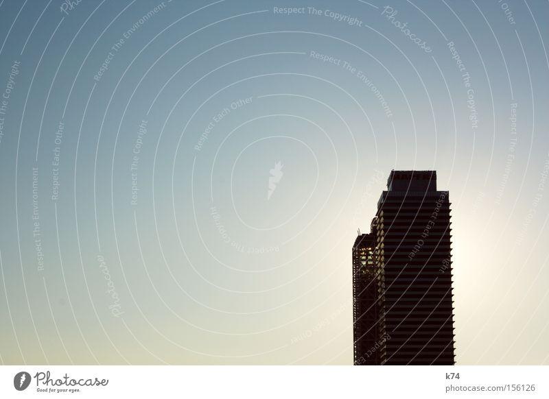 Türme Hochhaus Turm Architektur hoch modern Schatten Himmel Gegenlicht Wohnung Hotel Barcelona