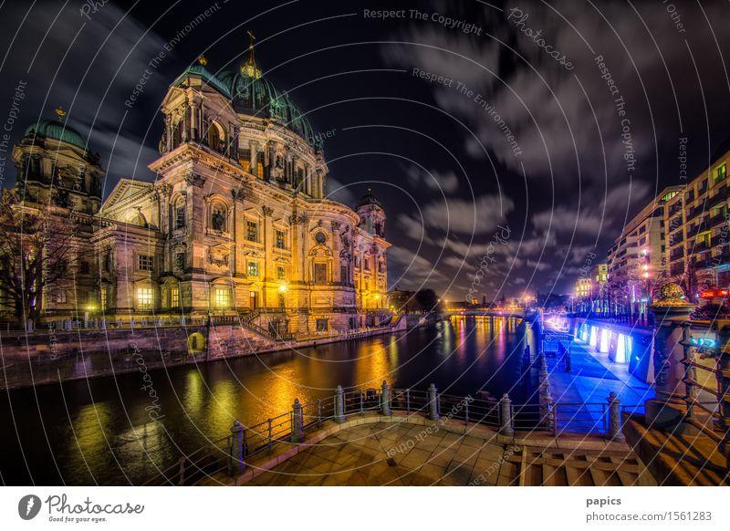 Berlin Lights Stadt Hauptstadt Stadtzentrum Altstadt Haus Kirche Dom Bauwerk Gebäude Architektur Sehenswürdigkeit Wahrzeichen Oberpfarrkirche zu Berlin blau