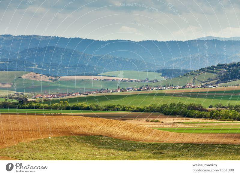 Grüne Frühlingshügel von Slowakei. April sonnige Landschaft Himmel Natur Ferien & Urlaub & Reisen Pflanze schön grün Farbe Baum Wolken Wald Berge u. Gebirge