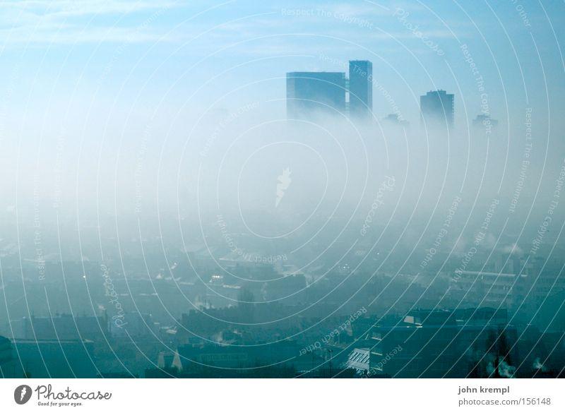 i mog smog Nebel Smog Morgen Wien Hochhaus Skyline Silhouette dunkel blau Winter vienna Traurigkeit