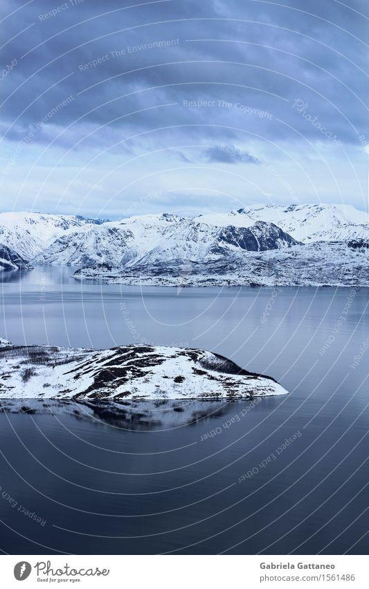 Freiheit Umwelt Landschaft Unendlichkeit Insel Schnee Schneeberg Meer Wasser Himmel Wolken ruhig Reflexion & Spiegelung Gelassenheit serenity Finnland Norwegen