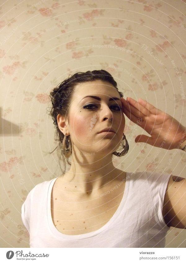 ahoi. Frau Hand Ferien & Urlaub & Reisen Ferne Haare & Frisuren Perspektive Konzentration Gruß Ohrringe Hallo Redewendung marschieren Ahoi
