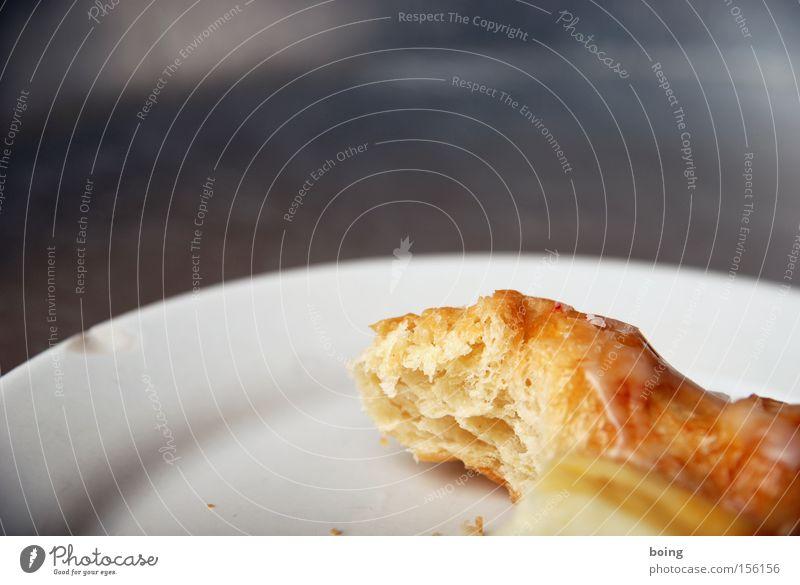 15:30 Uhr Kaffee mit süßem Stückchen Plunder Schnecke Quark Pudding Teilchen Bäckerei Dessert Backwaren Kaffeepause Blätterteig Zuckerguß Kuchen Süßwaren