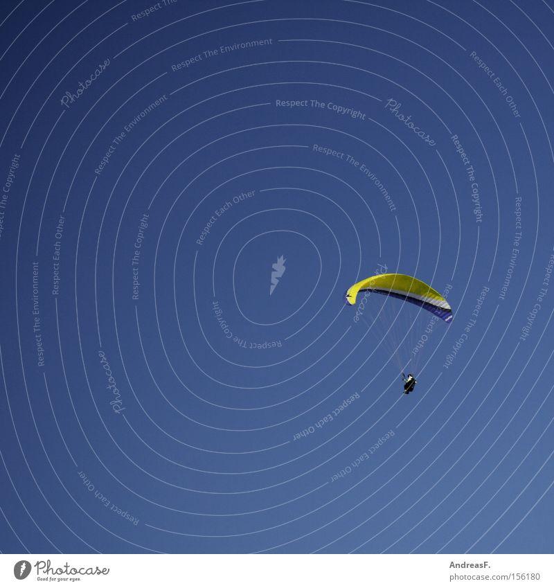 nur Fliegen ist schöner Fallschirm Gleitschirmfliegen Himmel Flugsportarten Fallschirmspringer gleiten frei Freiheit Blauer Himmel ungeheuerlich Schweben