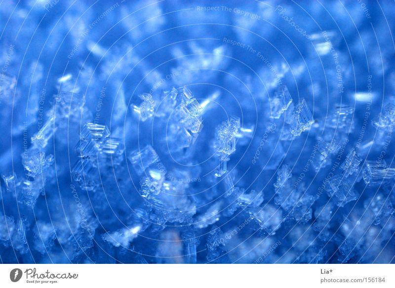 kristallisch Eis Schnee kalt frieren Winter Eiskristall Kristallstrukturen gefroren Frost blau Makroaufnahme Nahaufnahme