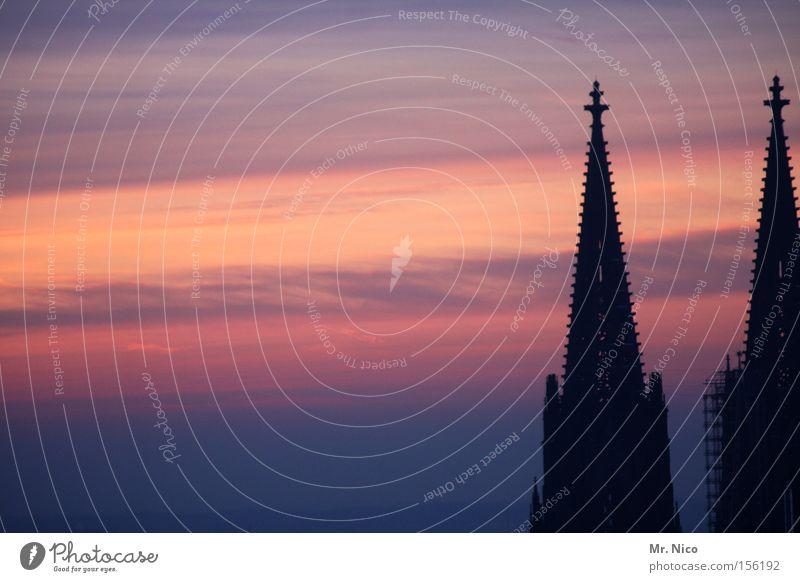 kapellchen Köln Kölner Dom Wahrzeichen Kunst Anziehungspunkt Sonnenuntergang Dämmerung Himmel Kirchturmspitze Heimat Denkmal Sehenswürdigkeit Kathedrale