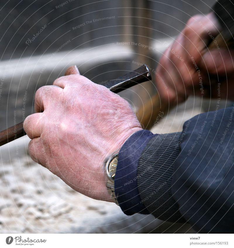 Steinmetz Mann Hand Erwachsene Stein Arbeit & Erwerbstätigkeit maskulin einfach Konzentration machen Handwerk Werkzeug anstrengen Arbeiter Genauigkeit schlagen Präzision