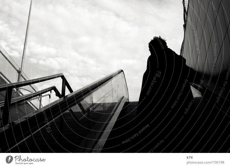 exit Ausgang U-Bahn Paris Métro Rolltreppe Mensch Haare & Frisuren Wind Gegenlicht Silhouette hoch Himmel aufwärts Bahnhof Schwarzweißfoto Erfolg Außenaufnahme