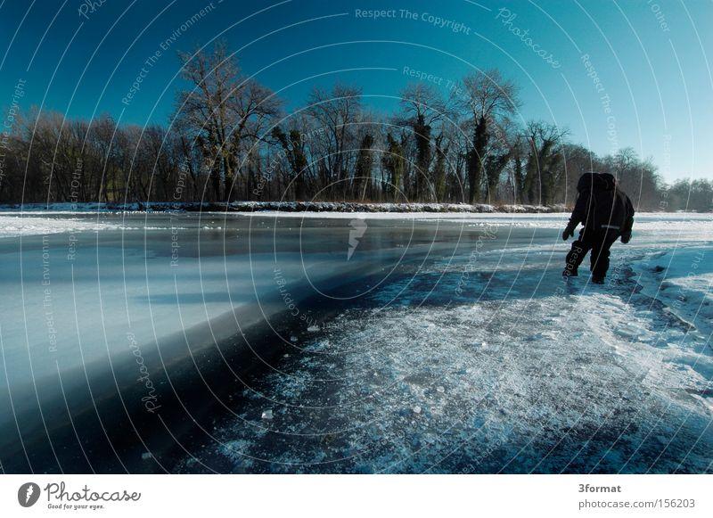 test blau Winter kalt See Eis gefährlich bedrohlich Konzentration gefroren Risiko Versuch Erwartung Vorsicht erstaunt erstarren