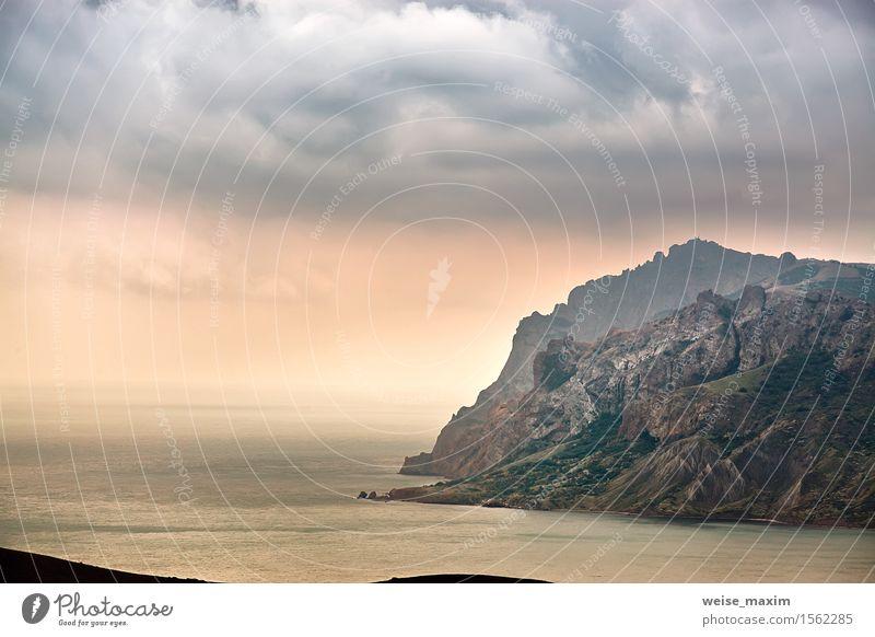 Seefrühlingssonnenuntergang über den Bergen Himmel Natur Ferien & Urlaub & Reisen Sommer Wasser Meer Erholung Landschaft Wolken Wald Berge u. Gebirge gelb