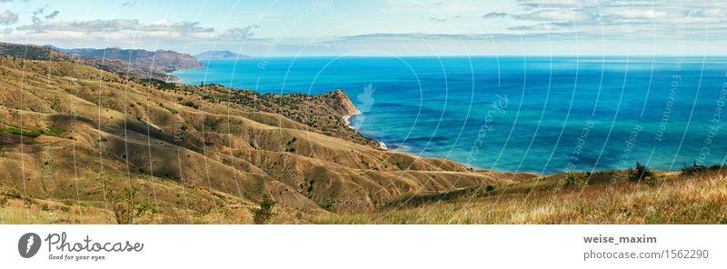 Blaues Meer wässert im Frühjahr. Seeküste der Krim Erholung Ferien & Urlaub & Reisen Tourismus Sommer Wellen Berge u. Gebirge Natur Landschaft Sand Himmel