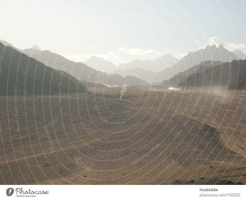 Wüste Ägyptens im Winter Natur Ferien & Urlaub & Reisen dunkel kalt Berge u. Gebirge Sand Landschaft braun Erde Afrika Amerika Länder Hurghada