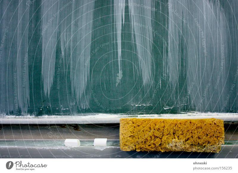Tafeldienst! Schwamm Kreide Schule Schulunterricht Bildung Kommunizieren schreiben rechnen PISA-Studie Gymnasium Lehrer Langeweile Wissenschaften
