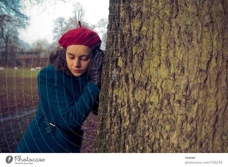 baumhören Natur Baum sprechen Umwelt Kommunizieren hören Wachsamkeit Baumstamm ökologisch Umweltschutz