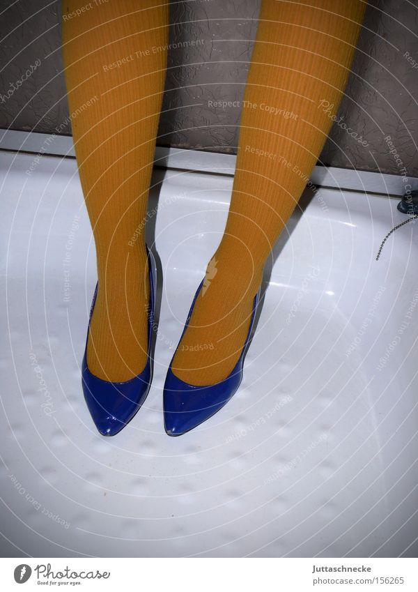 Kalif Storch Beine Frau Damenschuhe Schuhe blau Strumpfhose gelb Dusche (Installation) rein Haushalt Qualität leg clean Juttaschnecke