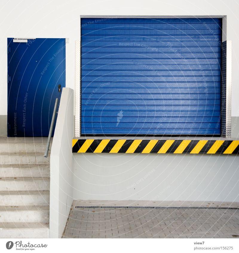 Lieferanten Tür Tor Sicherheit Stahl Garage Pfosten Wand Haus Putz Fahrzeug KFZ Oberfläche Hintergrundbild leer Detailaufnahme Warnhinweis Warnschild Langeweile