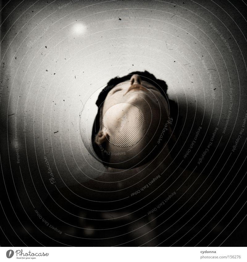 Gestreckt Mensch Frau Hals anonym strecken aufwärts Blick nach oben Hut retro Mittelformat Lichtschacht Experiment ästhetisch Kopf Kinn Perspektive Gefühle