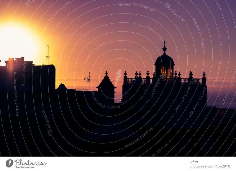 Abendgebet Architektur Himmel Sonne Teneriffa Kanaren Kleinstadt Hafenstadt Haus Kirche Turm leuchten Ferien & Urlaub & Reisen historisch maritim gelb violett