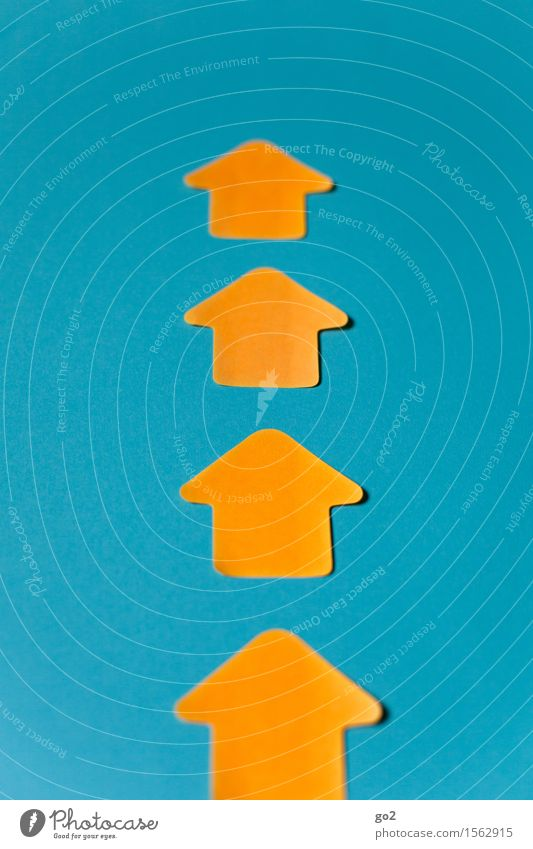 Aufwärts Karriere Erfolg Zeichen Schilder & Markierungen Pfeil Wachstum oben positiv blau gelb orange Optimismus Willensstärke Mut Tatkraft Beginn