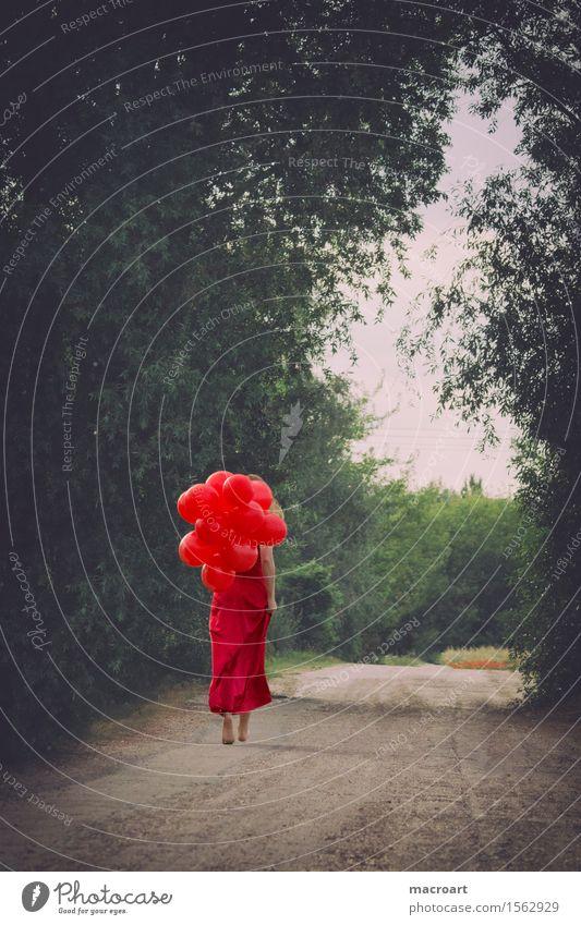 Sommer Luftballon Ballone Frau rot Kleid Frühling grün Ballkleid edel feminin elegant Spaziergang gehen Wege & Pfade Barfuß Baum fliegen Valentinstag