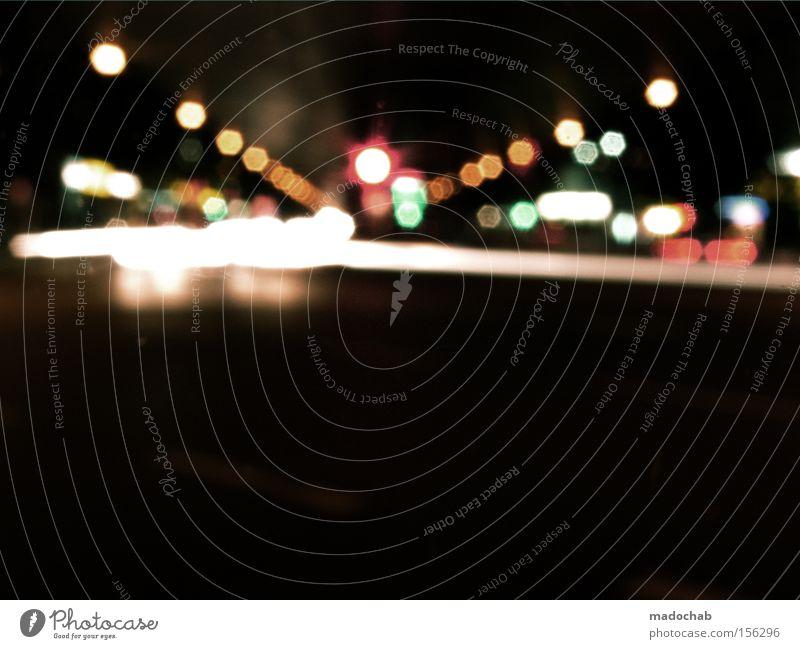 2150 | NACHT | LICHT | SPUREN Stadt Straße dunkel Bewegung PKW Verkehr Licht KFZ fahren Nacht Spuren Konzentration Dynamik Brennpunkt Fototechnik