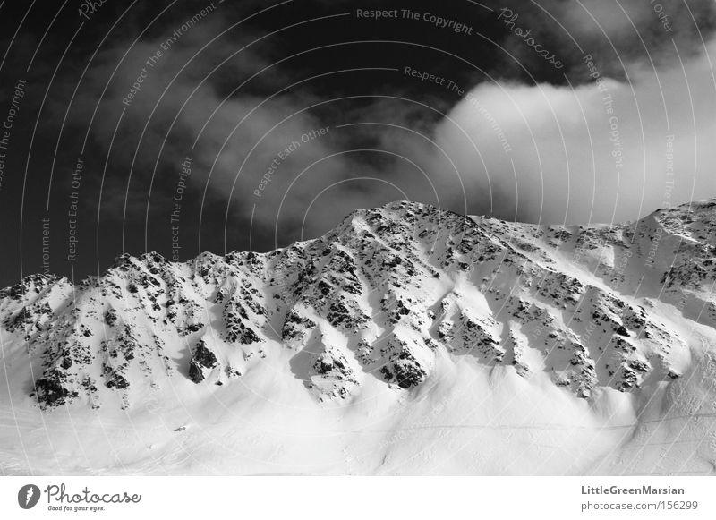 Hauptertäli Berge u. Gebirge Bergkamm Schnee Felsen Himmel Wolken Schwarzweißfoto Parsenn Davos Skigebiet Licht Schatten Schweiz Winter Klosters