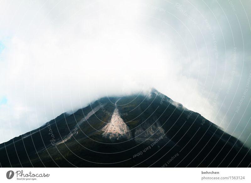 ausbruchsgefährdet Ferien & Urlaub & Reisen Tourismus Ausflug Abenteuer Ferne Freiheit Landschaft Wolken schlechtes Wetter Berge u. Gebirge Gipfel Vulkan