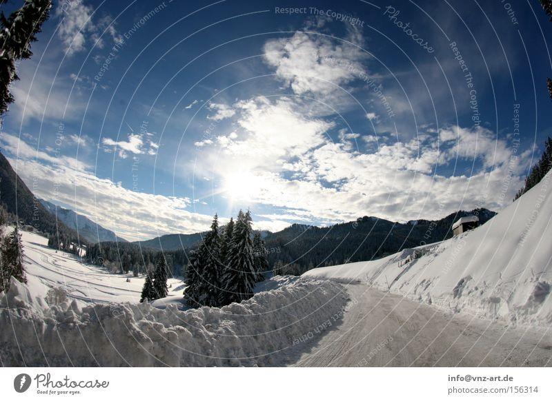 Winterpanorama Himmel weiß Sonne blau Straße Schnee Berge u. Gebirge träumen Landschaft Schneelandschaft Dezember Fischauge