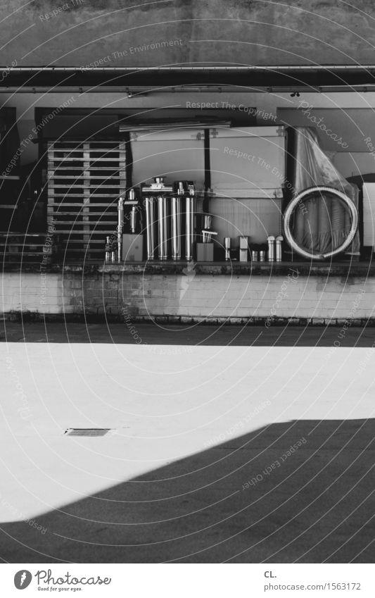 hinterhof Wand Mauer Metall Arbeit & Erwerbstätigkeit Schönes Wetter Industrie Baustelle Fabrik Wirtschaft Handwerk Unternehmen Lagerhalle Hinterhof