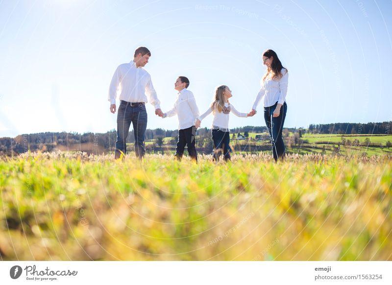 IvIvIvI Mensch Natur Umwelt natürlich Familie & Verwandtschaft Zusammensein Feld frisch Fröhlichkeit Schönes Wetter Freundlichkeit Familienglück Familienausflug