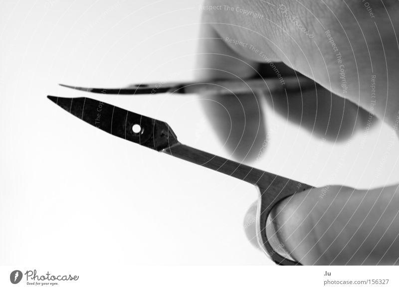 Klarer Schnitt Hand kaputt Vergänglichkeit Teilung geschnitten Schere zweiteilig Nagelschere