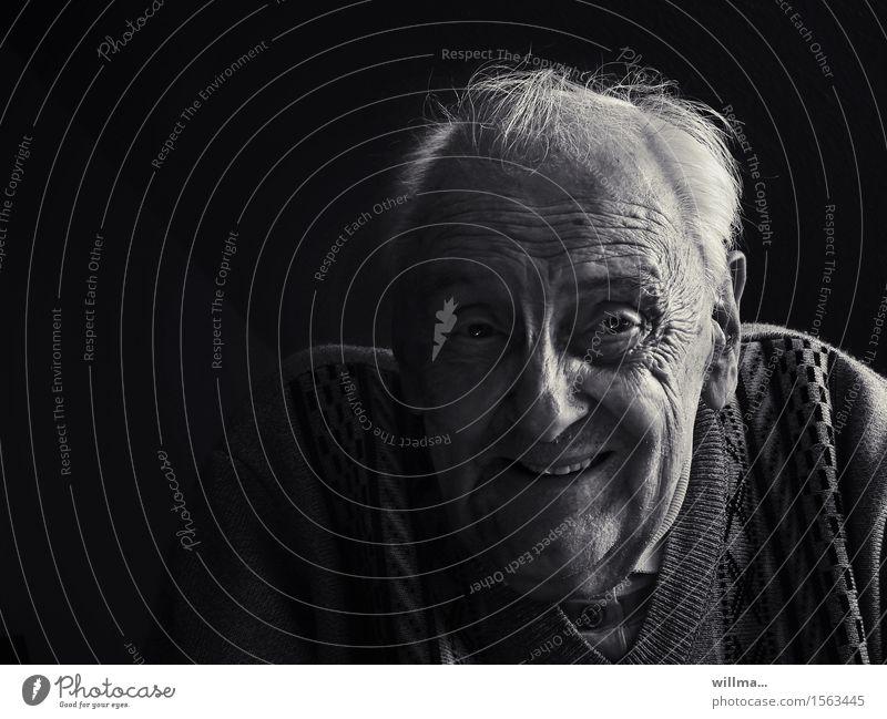 porträt eines alten mannes Mann Mensch Alter Männlicher Senior Großvater Kopf Gesicht Lächeln lachen Freundlichkeit Fröhlichkeit Humor Lebensalter