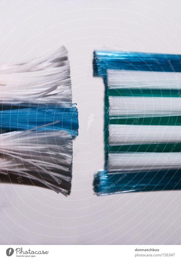 Alt gegen Neu alt weiß blau neu Bad Reinigen parallel gebraucht Borsten Zahnbürste Gesprächspartner unbenutzt