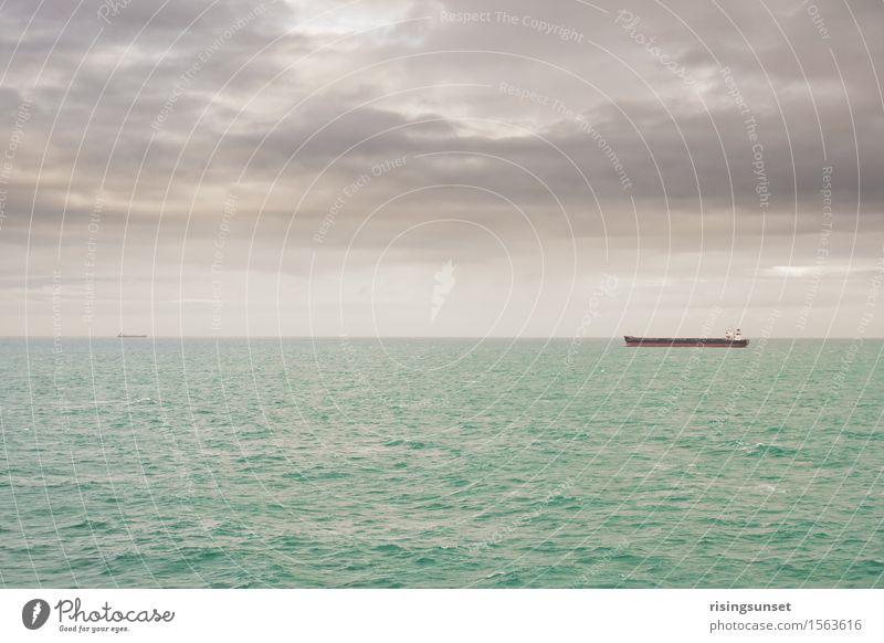 Auf hoher See Güterverkehr & Logistik Umwelt Wasser Himmel Wolken Gewitterwolken Horizont Winter schlechtes Wetter Nordsee Ostsee Meer Schifffahrt