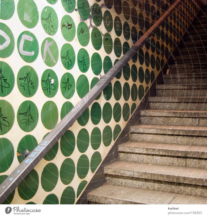 upstairs? Treppe Punkt Wand Treppengeländer Untergrund Stadt U-Bahn Bremen unterirdisch Detailaufnahme