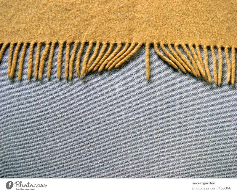 sexspiele oder: geile decke. Sofa gelb grau kuschlig Wärme zudecken Spielen Wolle Möbel Wohnung gemütlich Wohnzimmer Freude Decke Franse anstößig