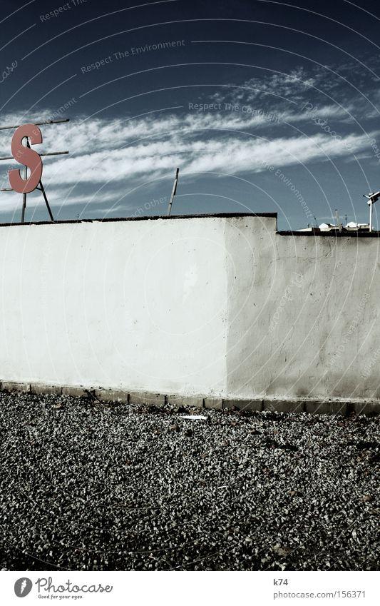 S s Buchstaben Mauer Himmel rot Wolken Kies Kieselsteine Verkehrswege Ausstellung Messe Schriftzeichen