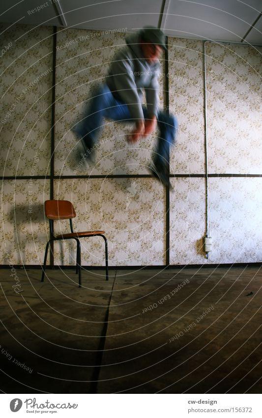 gefangener STADTAFFE Mensch Mann Jugendliche alt Freude Erwachsene dunkel kalt springen Innenarchitektur Kindheit Raum Freizeit & Hobby fliegen frei Luftverkehr