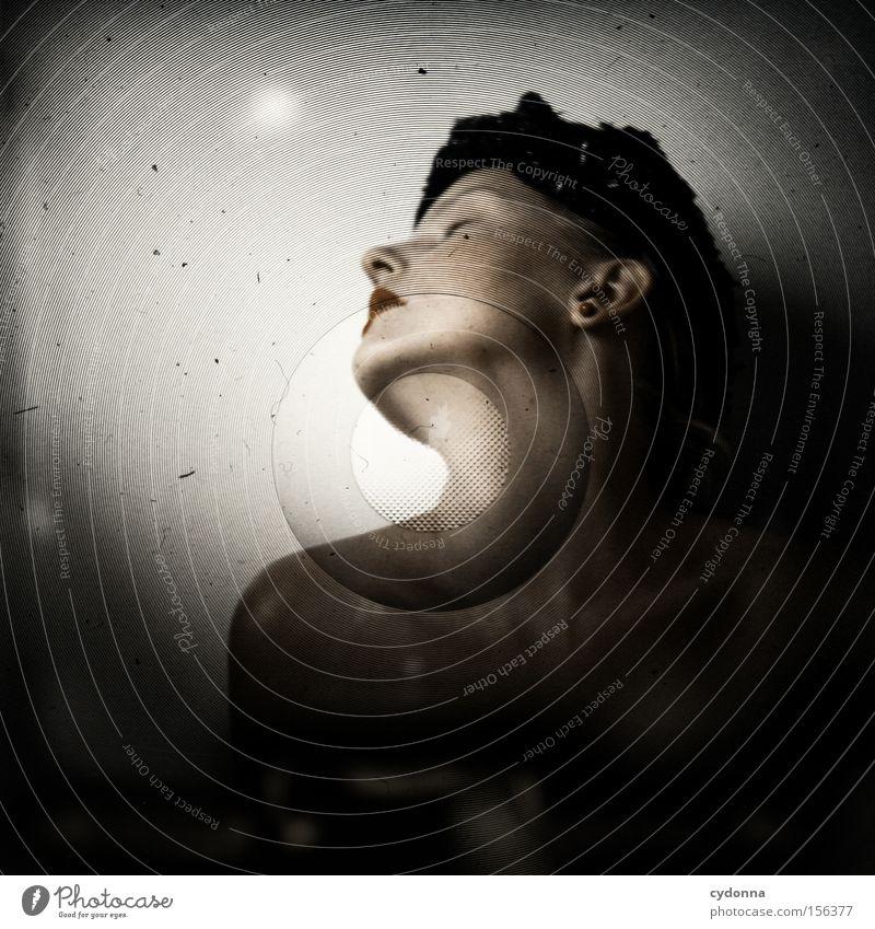 Abgeschossen Frau Mensch schön feminin Gefühle Kopf ästhetisch retro Hut aufwärts Hals strecken Mittelformat Kinn Lichtschacht