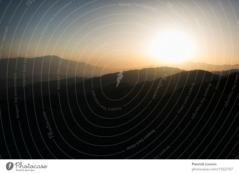 Wüsten-Sonnenuntergang Wohlgefühl Ferien & Urlaub & Reisen Tourismus Ausflug Abenteuer Ferne Sommer Berge u. Gebirge Umwelt Natur Landschaft Urelemente Erde